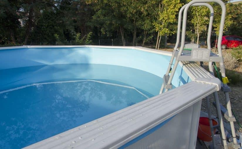 Opter pour une piscine hors sol en composite : est-ce une bonne ou une mauvaise idée ?